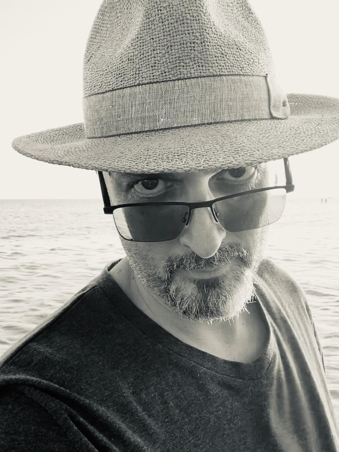 Giuliano Pellizzari cappello e occhiali